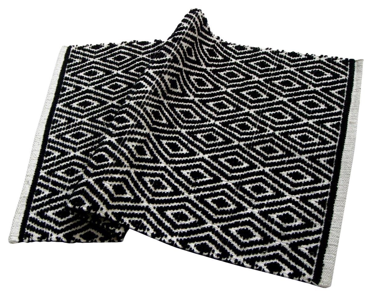 Chardin Home - 100% cotton Diamond Rug Fully reversible - Mat size 21''x34'', Machine washable, Black & White